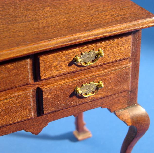 18th c Philadelphia dressing table, detail of chased hardware