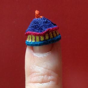 Twizzle top hat