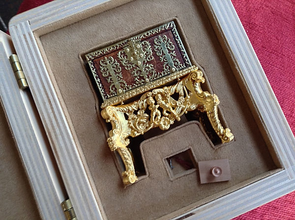 z 17th c. Dutch Strong Box, in case for
