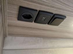 230 V Steckdosen, USB-Steckdosen
