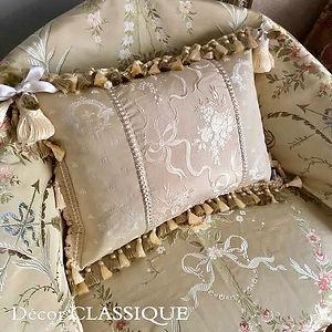 Boudoir Pillow_リボンとブーケの縦中心部分には幅の広いフレンチシル
