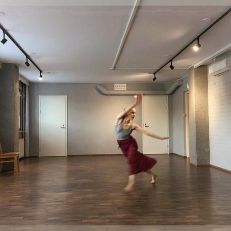 Miten tanssi voi tukea kokonaisvaltaista hyvinvointia?