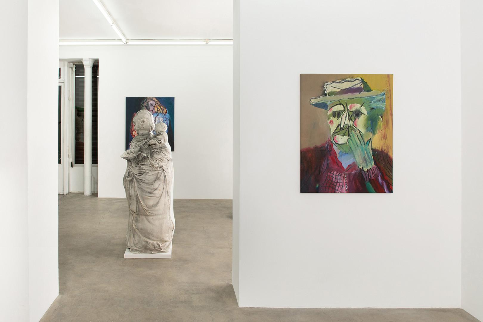 Galerie Julien Cadet Rhys Lee Recent Paintings Background : Ken Sortais' sculpture   ©Credits photo : Thomas Marroni