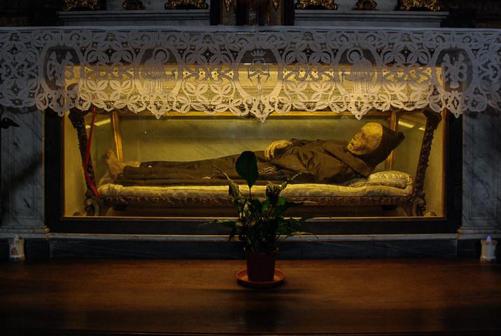 46 vreuls-42 mummie- museum bij ferentil