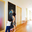 家族が集まる場所には掲示板もとい黒板を。この大きさはちょっと楽しめます。