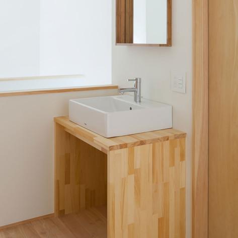 シンプルな洗面コーナー。