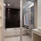 浴室のドアをガラスにすると開放感が生まれ、限られたスペースに可能性が生まれます。