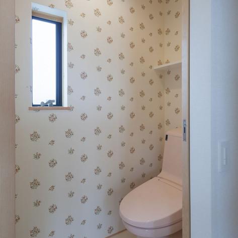 壁紙は家人の希望を生かし、使う人がこころ穏やかになるようなチョイスもありだと思います。