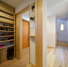 玄関脇にあるシュークローク。シュークロークだけではなく、外で使うものが保管できるスペースとなるので便利である。