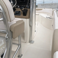 2019 Robalo R242 CC Starboard.jpg