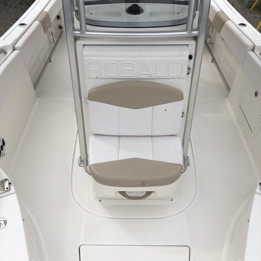 2019 Robalo R242 forward helm seat.jpg