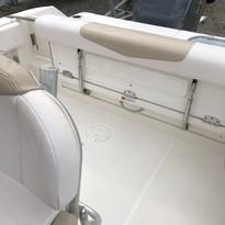 2019 Robalo R242 CC foldable aft seat.jp