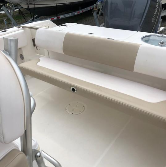 2019 Robalo R242 CC aft seat folded up.j