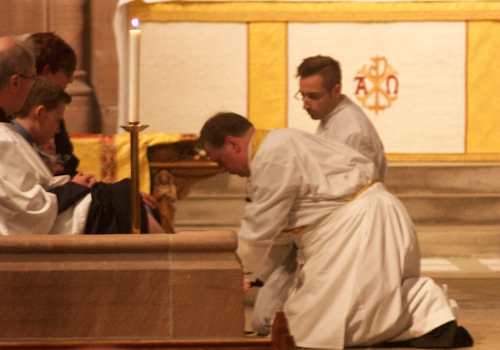 Fr Andrew washing the feet of parishioners