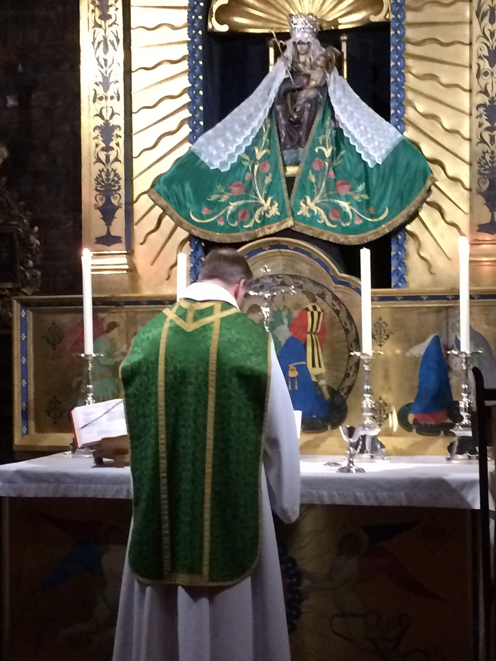 Fr Andrew celebrating Mass in the Holy House