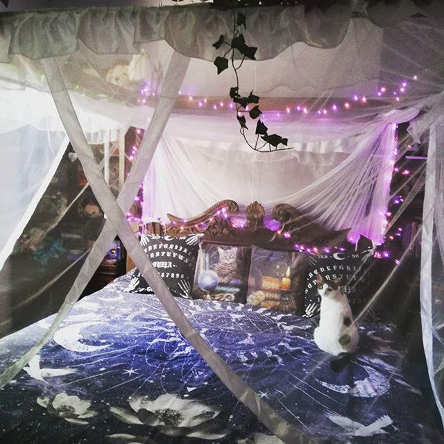 Majickal bedroom, 4 poster bed, Queen Anne replica bed