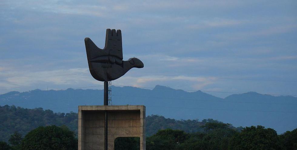 Open_Hand_monument,_Chandigarh.jpg