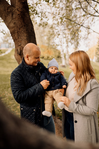 Puolivuotiskuvaus ja perhekuvaus miljöössä