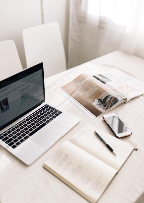 desktop-photography-office-valokuvaaja