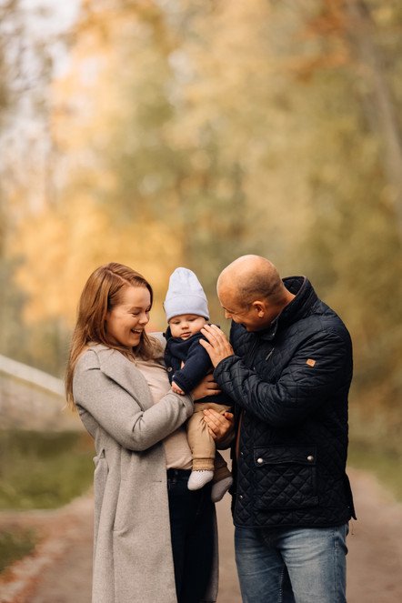 Perhekuvaus Oulussa Ainolan puistossa