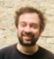 kuscheltherapeut Gueray lächelnd