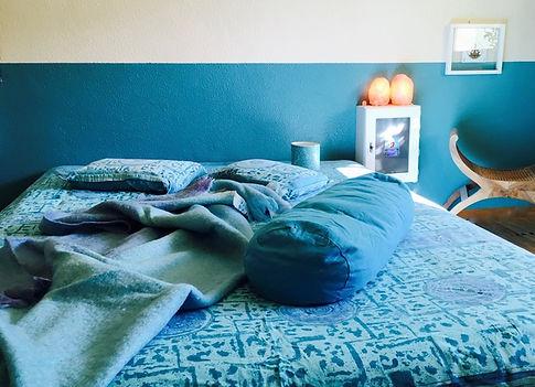 Kuschelraum Kuschelfläche mit Kissen und Decke Wohlfühloase Bett Couch