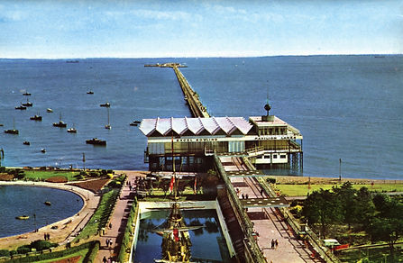 Colour image of Southend Pier 1959