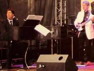 Ein Klavier so leicht wie eine Kiste Wein....