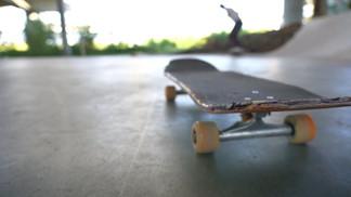 Skate session under the bridge