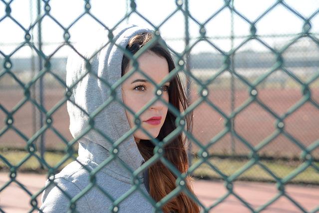 A través de la valla