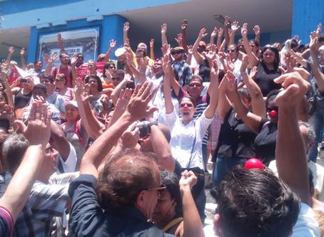 Prefeitura não paga e servidores entram em greve