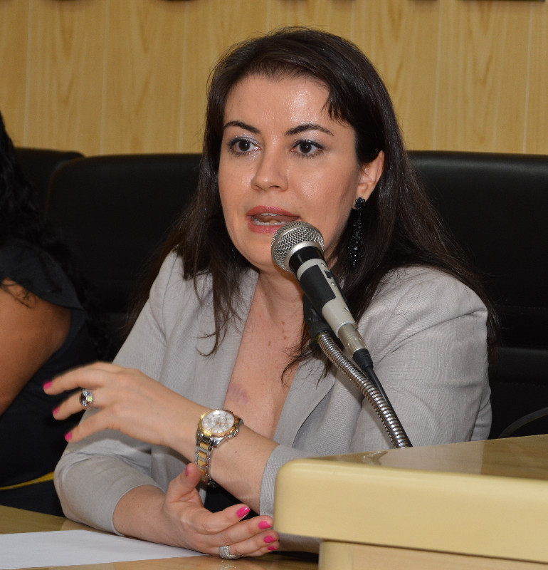 Promotora Renata Neme busca uma solução junto à prefeitura