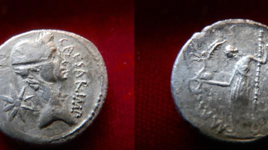 Julius Caesar Lifetime Portrait Denarius 44 BCE
