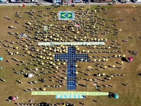 Manifestação em Brasília pede aprovação de PL que regulamenta uso da energia solar