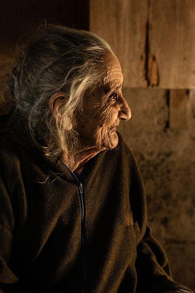anciana, tortillas, maiz, mujer emprendedora, san pedro sula, honduras, copan, elias asaf, fotografo profesional, professional photographer, documentary