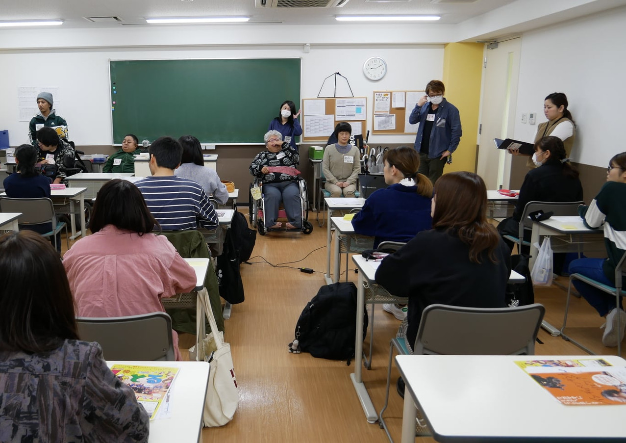 大阪医療福祉専門学校にて.jpg
