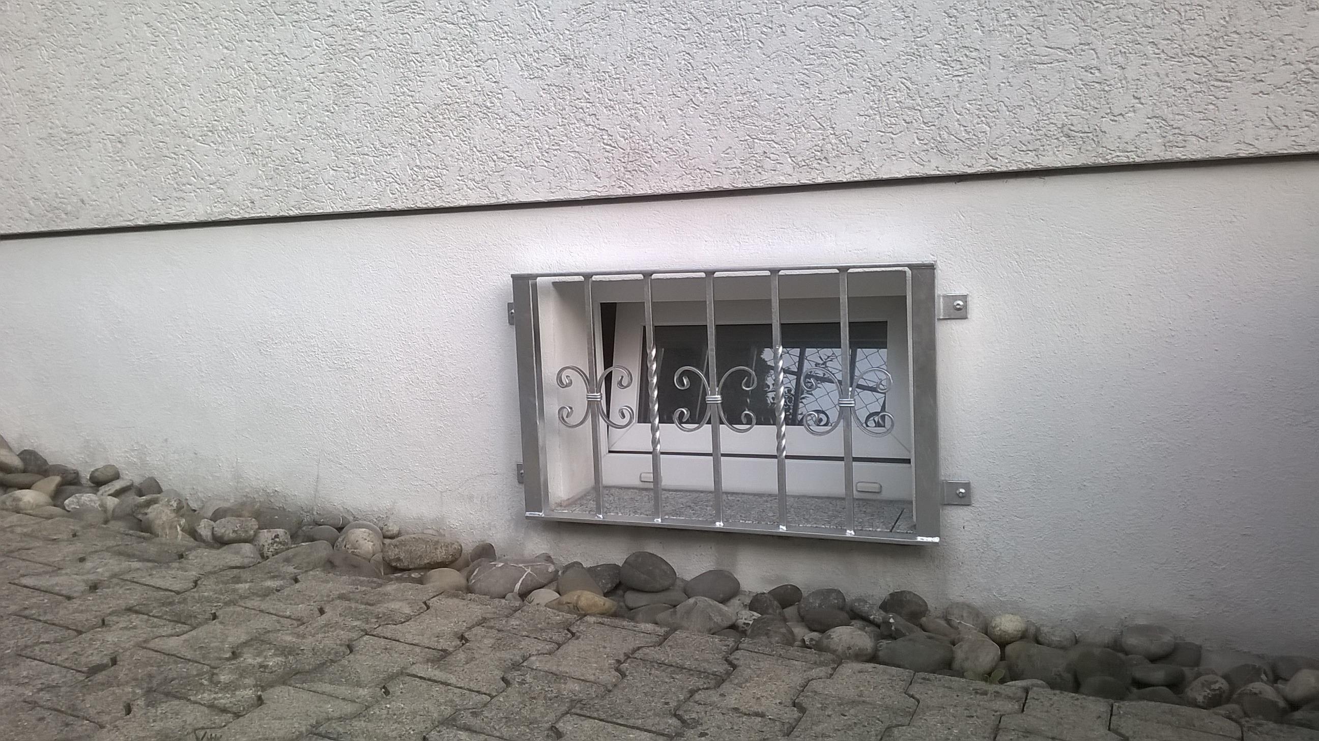 Kellerfenstergitter Barock verzinkte Oberfläche