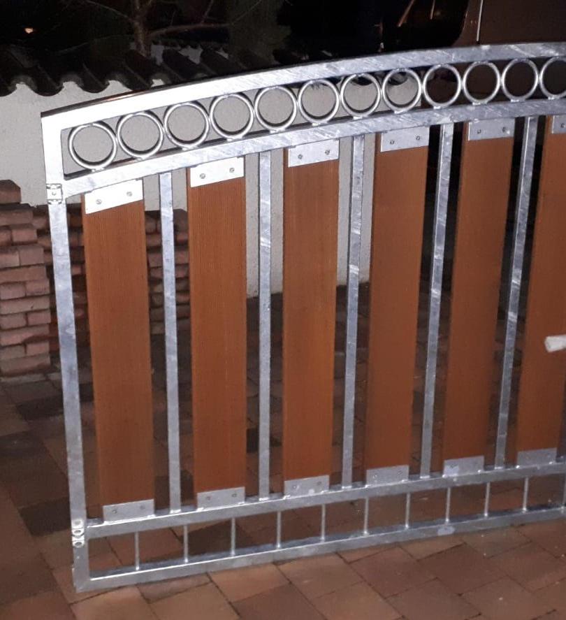 Toranlage Ringreihe Oberbogen Stahl-Holz