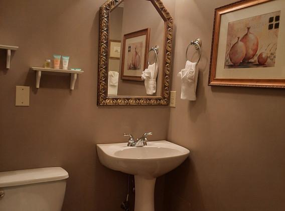 Elder Mountain bathroom