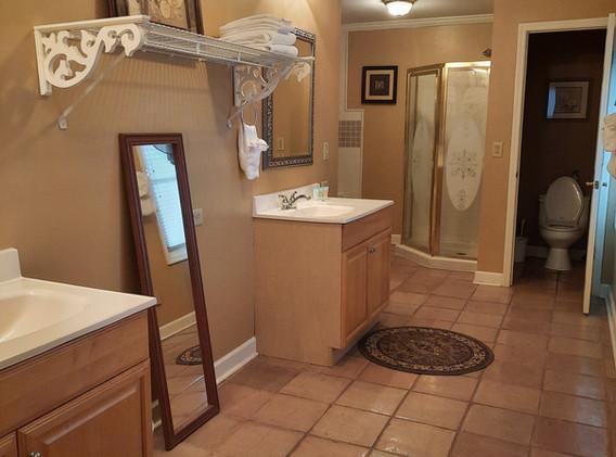 Tennessee Room bathroom