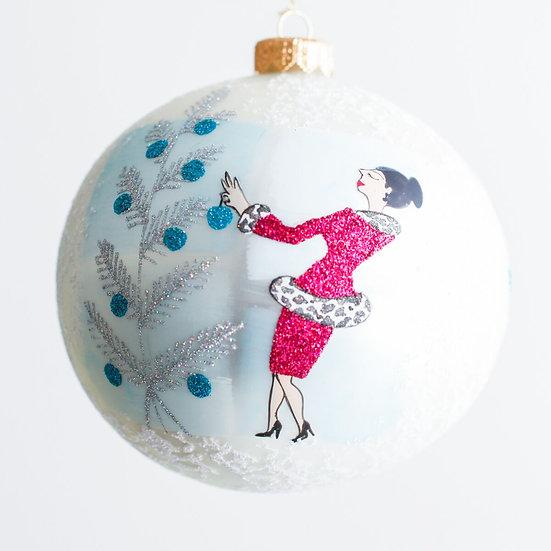 "#1922 - Thomas Glenn ""Auntie Mame"" Ball Ornament"
