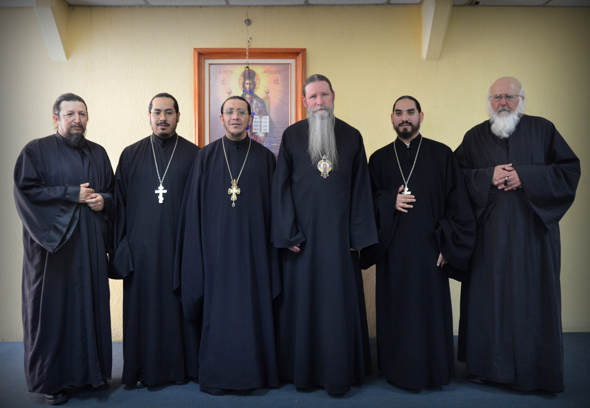 Его Высокопреосвященство Кирилл, Архиепископ Сан-Францисский и Западно-Американский с братией монастыря