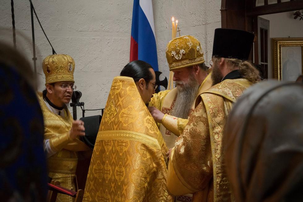Его Высокопреосвященство Кирилл, Архиепископ Сан-Францисский и Западно-Американский во время визита в монастырь в ноябре 2016г.