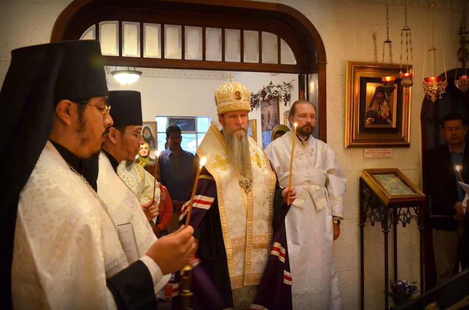 Его Высокопреосвященство Кирилл, Архиепископ Сан-Францисский и Западно-Американский во время визита в монастырь