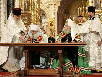В Храме Христа Спасителя состоялись подписание Акта о каноническом общении и первое совместное служе