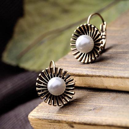 """""""Ella"""" - Pearl Vintage Earrings"""