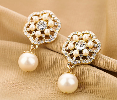"""Maha"" - Flower Pearl Earrings"