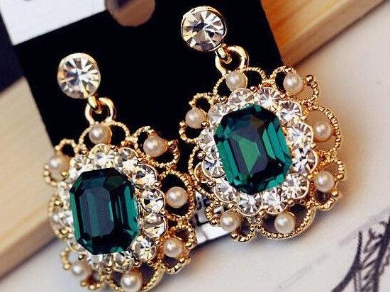 """Mana"" - Emerald Pearl Earrings"