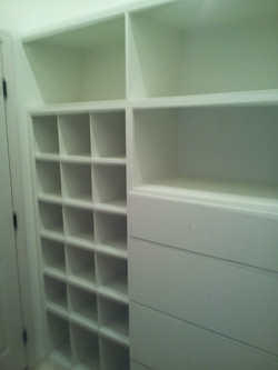 CLOSET ORGANIZER (AFTER)