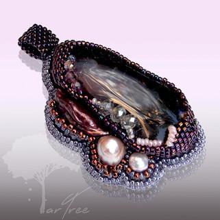 Wisior z ametystem i perłami